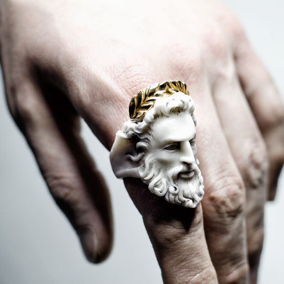 Четыре кольца на шестипалой руке во сне...